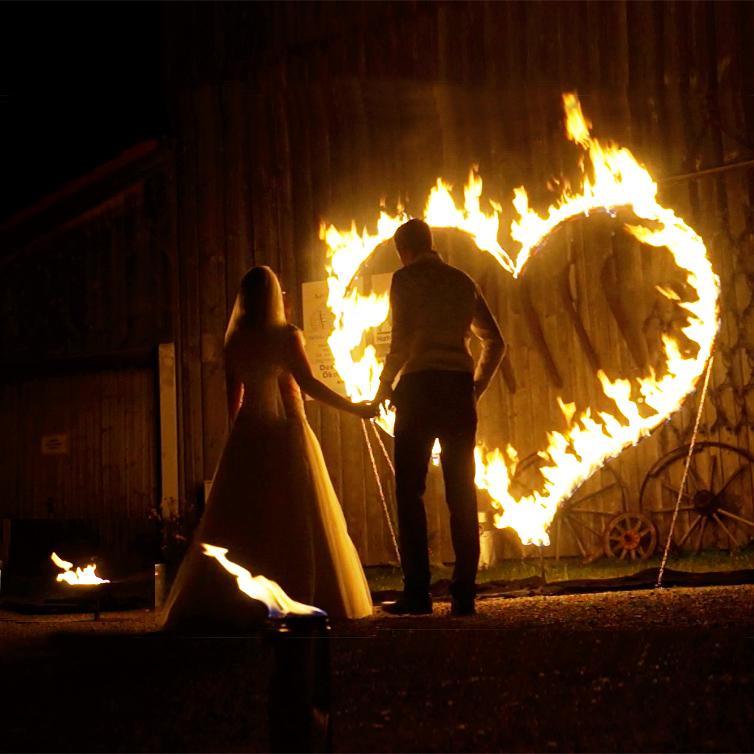 Feuerkünstler. Feuershow bei Leinup Künstleragentur München